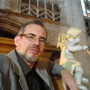 Andrés Cea Galán. Lindoro, sello discográfico español radicado en Sevilla hace 20 años, especializado en Música Antigua y Clásica. Visite tienda Online.